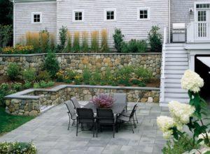 Záhradny ratanový nábytok.  Môžu byť postavené na teréne